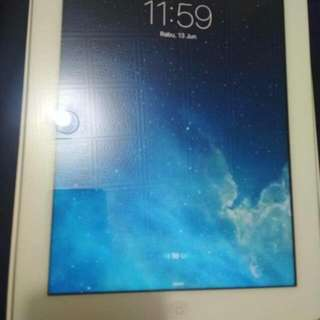 hello..sy ada tablets nak let go in low price... apple Ipad version 3 wifi&cellular support,Internal memry 64GB..function masih tip top interested?pm me at 0178119770