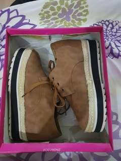 So FAB Elana Platform Sneakers