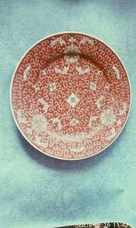 那些年景德鎮10吋紅地洋蓮圓碟一隻。
