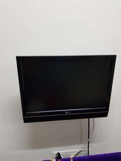 TV 15 inch with free wall mount bracket