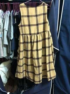 🚚 學院風大格紋細摺下擺毛呢背心裙