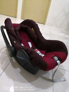 Maxi cos carrier / car seat