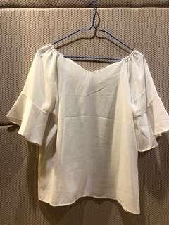 🚚 白色V領上衣 喇叭袖款