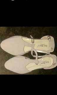 Sepatu hils