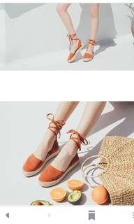 麂皮繞踝包頭竹編厚底鞋
