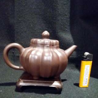 荷瓣造型紫砂壺(昌記款)