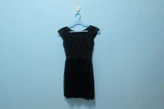 Black lacy dress