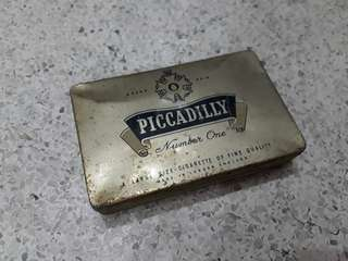 vintage Piccadilly number one tin case