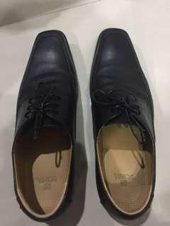 Sepatu bonia size 41