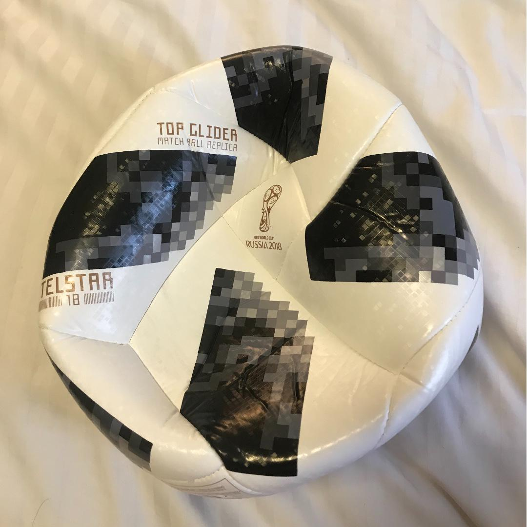yeso barato virtud  adidas Telstar 18 FIFA World Cup Top Glider Soccer Practice Ball SIZE 5,  Sports, Sports & Games Equipment on Carousell