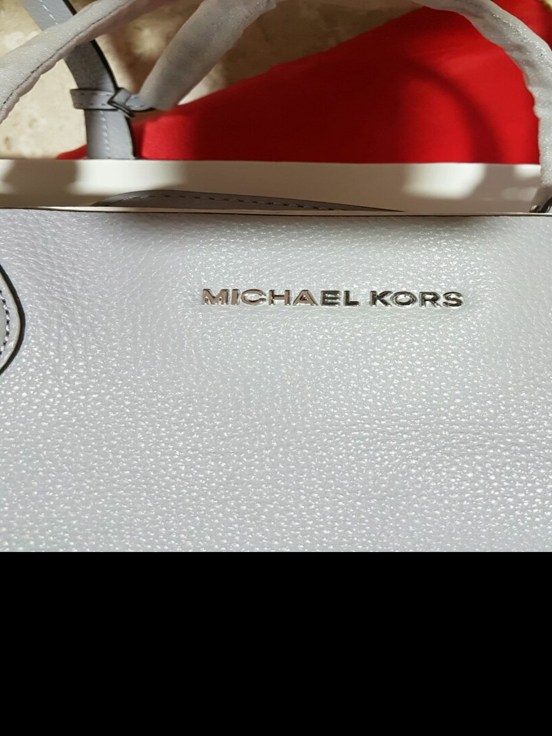 f9ebdd82462e ❤ Special Deals - Pre Loved Michael Kors Mae Large E/W Reversible Leather  Tote - # 30S6SM5T3M, Luxury, Bags & Wallets, Handbags on Carousell