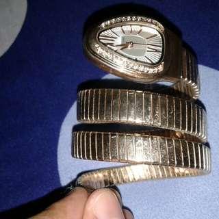 Jam tangan lilit ular