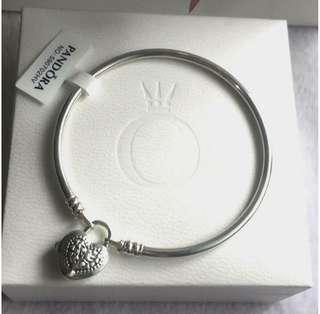 Pandora moment's bangle flourishing heart padlock