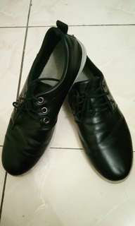 "Mens black shoes ""size 7.5"""