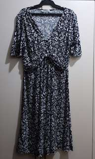 Floral dress in navy blue and white