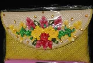 Clutch anyaman plus sepatu bunga Bali
