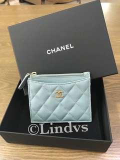 Chanel card holder (authentic caviar iridescent light blue 18C)