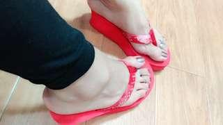 🚚 紅色鑲鑽厚底夾腳拖25碼(Flip-flops)+花朵平底