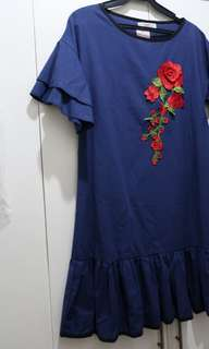 Elegant belle sleeves navy blue with rose embroidery