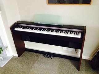 Digital Piano CASIO PX-700