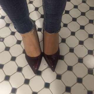 酒紅色漆皮尖頭細跟高跟鞋