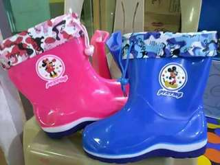 Rain boots with warmer inside