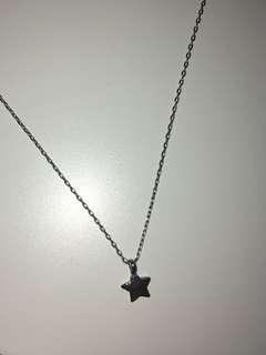 Brandy Melville star necklace