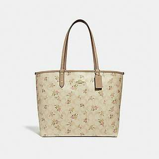 REVERSIBLE CITY ZIP TOTE IN SIGNATURE CANVAS WITH DAISY BUNDLE PRINT. Style 31776