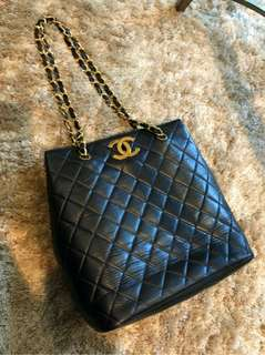Vintage Chanel黑色羊皮菱格大金扣shoulder bag 32x30x15cm