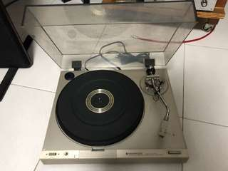 Kenwood Turntable with cartridges