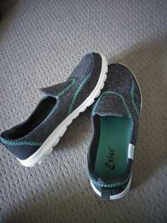 Size 7 shoes, (look and feel similar to sketchers)