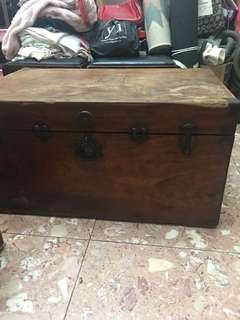早期樟木箱