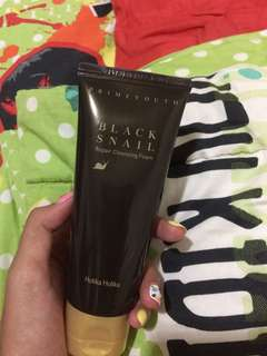 Holika Holika Black Snail Repairing Cleansing Foam