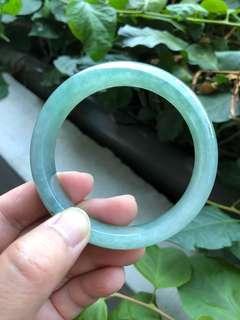 🚚 「守岑典藏」冰糯種。全綠。飄帝王綠飄花平安鐲。59mm(約19圍)
