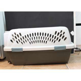 """Pet Taxi Portable Carrier/Kennel (approx 23"""" x 13"""" x 11"""")"""