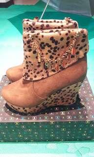 🚚 全新超完美比例 9-10公分靴子
