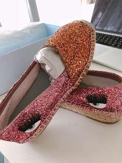 🚚 Chiara Ferragni 眼睛草編鉛筆鞋