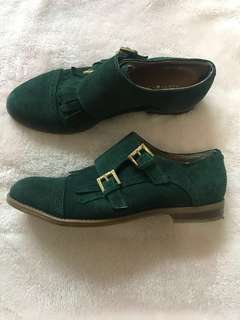 Tommy Hilfiger Sz 7 green shoes