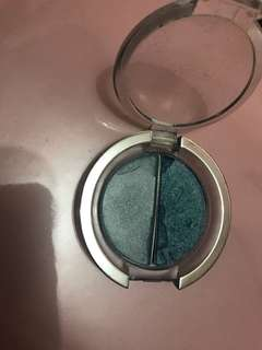Eyeshadow blue