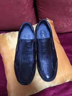 Black Shoes (genuine leather)