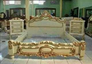 Set tempat tidur ukir jepara.