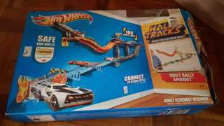Hot wheels wall tracks