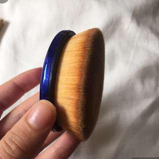 Thin Lizy Oval Brush