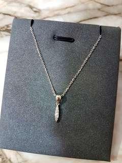 小巧精緻的18k白金鑽石項鍊