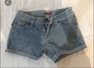 Guess shorts size 25