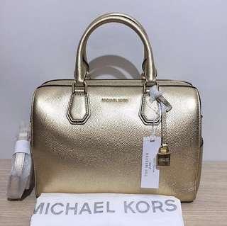 Mk mercer duffle M pale gold size 29 x 20 cm