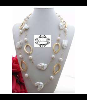 Scandinavian Minimalist Design Lustrous Genuine White Freshwater Irregular Baroque Pearls Necklace with golden rings and champagne crystals . . 簡約北歐設計光亮白巴洛克不規則真淡水珍珠香檳金水晶金色橢圓環項鍊