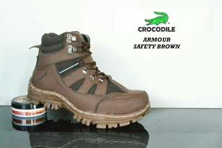 Crocodile safety boots