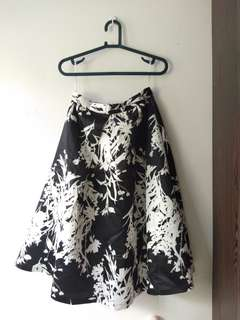 DOUBLEWOOT BLACK & WHITE FLORAL SKIRT