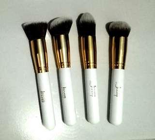 Professional makeup brushes (4 pcs)